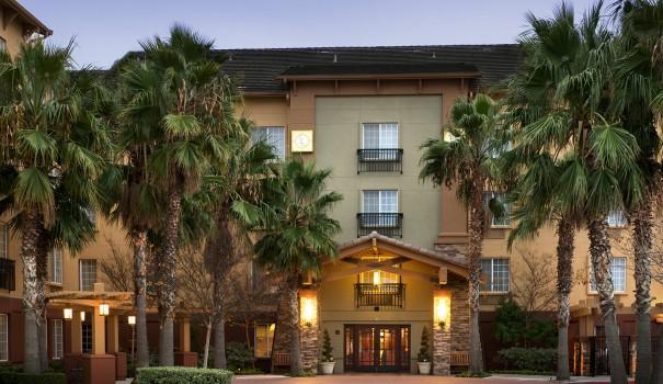 Larkspur Landing California Suite Hotel
